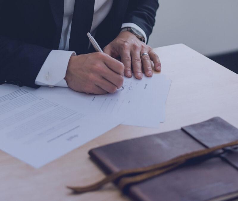 Co powinna zawierać umowa powierzenia danych?